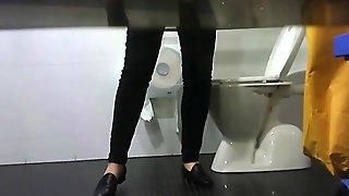 Hidden Camera Women Pees